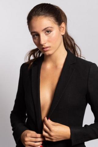 Catalina Soler es una de nuestras grandes promesas. Con talento excepcional y habilidades para el canto, el baile y cualquier deporte.