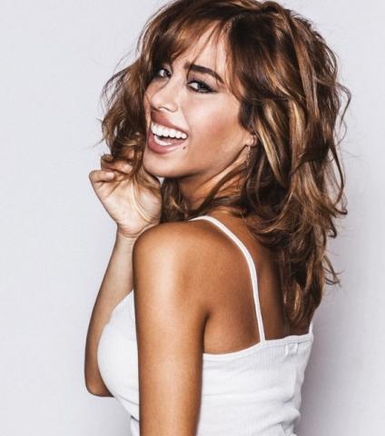Medio italiana, medio española, la actriz Grecia Castta tiene un talento como actriz incuestionable. Habla espñol, inglés e italiano. Y su belleza salta a la vista
