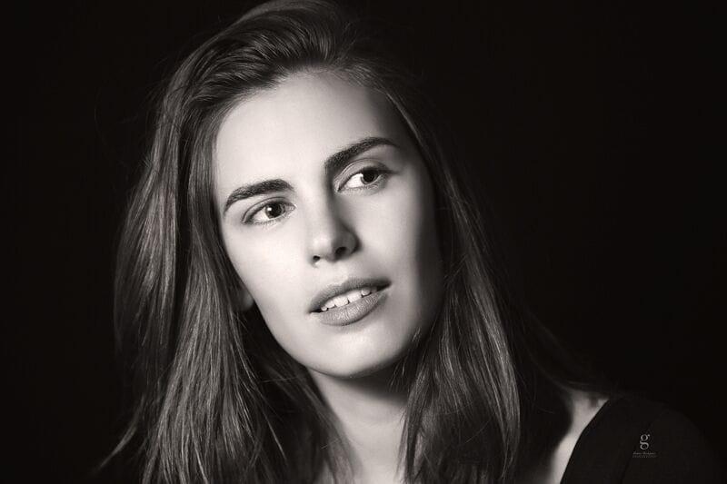 La actriz española Amparo Barcia vive y trabaja a caballo entre España y México, donde es muy reconocida por sus interpretaciones en series como LUIS MIGUEL; LA SERIE